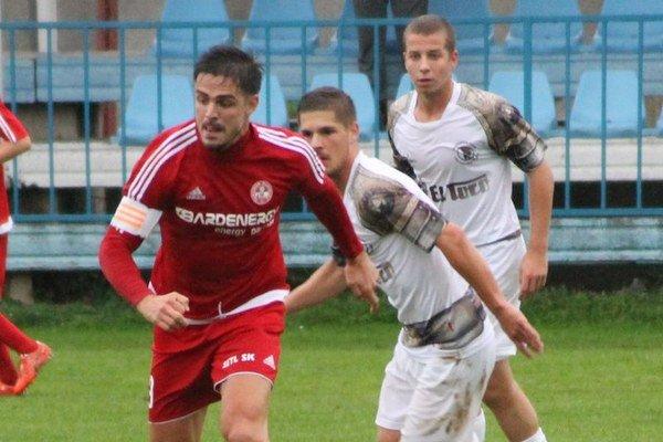 Marko Milunovič (včervenom). Udržal Bardejovu reálnu šancu na postup.