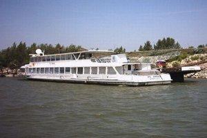 Loď Ondava zatiaľ ostáva na Dunaji.