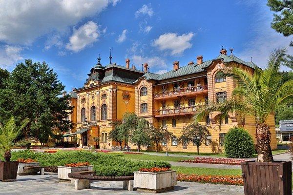 Secesný hotel Astória patrí k najkrajším v kúpeľoch.