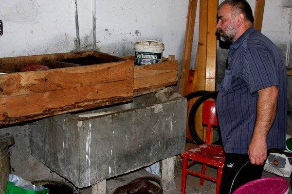 Kompostovanie v debničkách v pivnici. Optimálna teplota pre kompostovanie je 18 až 25 °C.