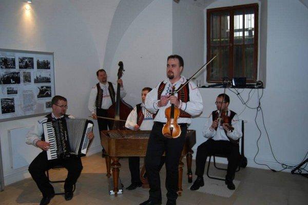 Ľudová hudba z Raslavíc. Čaká ich fašiangové obdobie.