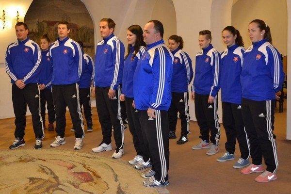 Prijatie reprezentantiek na MsU (v druhom rade sprava - prvá Lívia Kuľková, druhá Patrícia Chládeková).