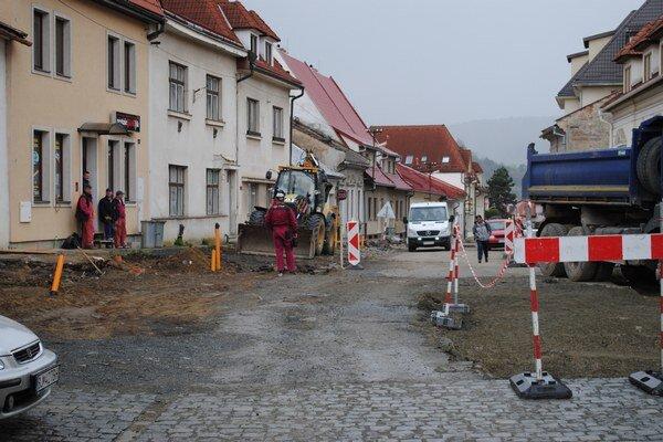 Rekonštrukcia Stöcklovej ulice pokračuje. Bude musieť nakoniec mesto pokutu zaplatiť?