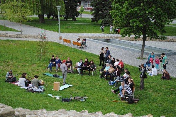 Piknik v Promenádnom parku. Usporiadala bardejovská komunitka na Deň Európy.
