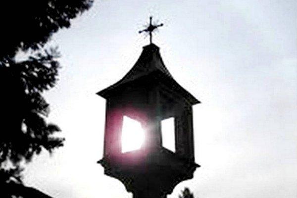 Lampový stĺp. Tu sa v Bardejove stínali hlavy.