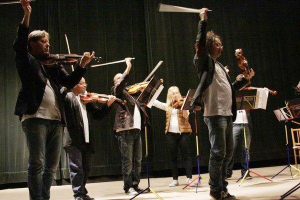 The Classical Music Maniacs. Predviedli charizmatickú šou.
