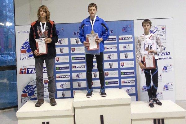 Radoslav Voľanský (v strede). Po zisku titulu majstra.