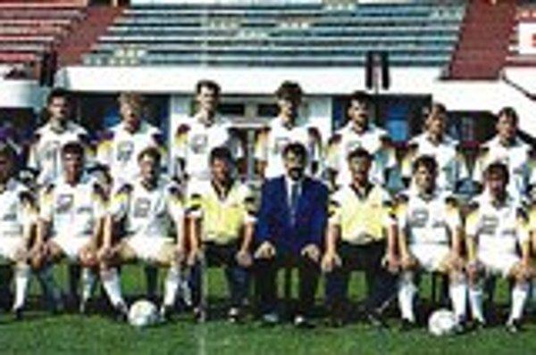 V roku 1994 vybojovali pre Bardejov postup do I. ligy. V zadnom rade zľava: Vladimír Porubský - masér, Miroslav Kováč, Peter Futej, Jozef Lukáč, Ľuboš Berežný, Stanislav Varga (neskôr kapitán reprezentačného družstva Slovenska a hráč slávneho Celticu Glas