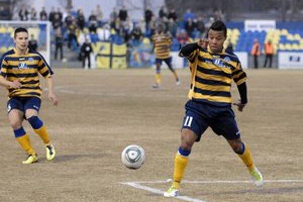 Brazílčan Carlos De Azevedo. Hrával v Moldave, teraz je v Bardejove.