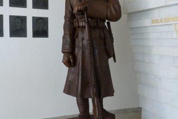 81-ročná socha od L. Majerského. Československý vojak z prvej svetovej je vystavený prvýkrát.