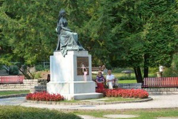 Socha Sissi z roku 1903. V kúpeľoch pri Bardejove si pripomínali uhorskú a rakúsku panovníčku Alžbetu Bavorskú.