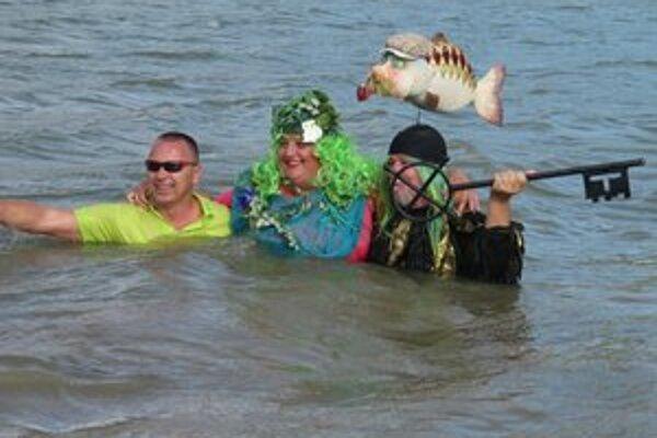 Vodník Fero spolu s majiteľom kultovej valkovskej krčmy Lacim Vrábľom sa ponorili do vôd Domaše a obrovským kľúčom oficiálne zamkli jej hladinu. Vôbec po prvýkrát sa k nim za veľkého potlesku pridala aj usmiata a otužilá vodná dáma.