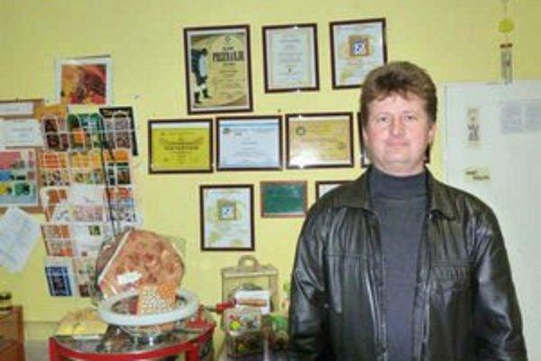 Jozef Voľanský. Bardejovský včelár sa naučil spoznávať kvalitu a hodnotu medu. Dnes zbiera svetové ocenenia.
