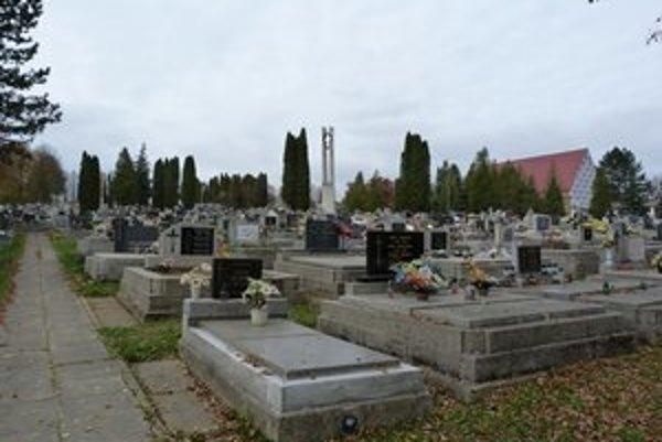 Bardejovský centrálny cintorín. V súčasnosti je tu vyše 8-tisíc hrobových miest a v pláne je ďalšie rozšírenie.