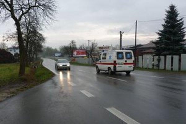 Štefánikova ulica. Cez Bardejov hlavne smerom od Starej Ľubovne na Prešov prechádzajú denne tisícky áut. Na úseku sa stávajú často dopravné nehody.