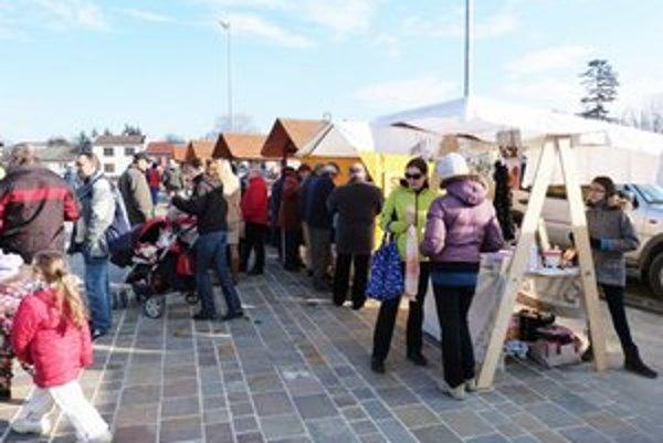 Farmárske trhy. Stropkovská radnica chce ich pravidelným kononaním podporovať domácich pestovateľov, hospodárov a predajcov ručných výrobkov.