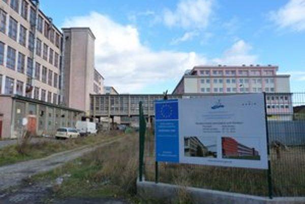 Hnedý priemyselný park. Kontrola verejného obstarávania zastavila stavebné práce. Dokončenie radnica odkladá na budúci rok.