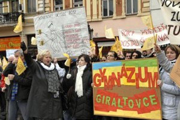 Učitelia z gymnázia v Giraltovciach v okrese Svidník protestovali aj na mítingu v Košiciach.