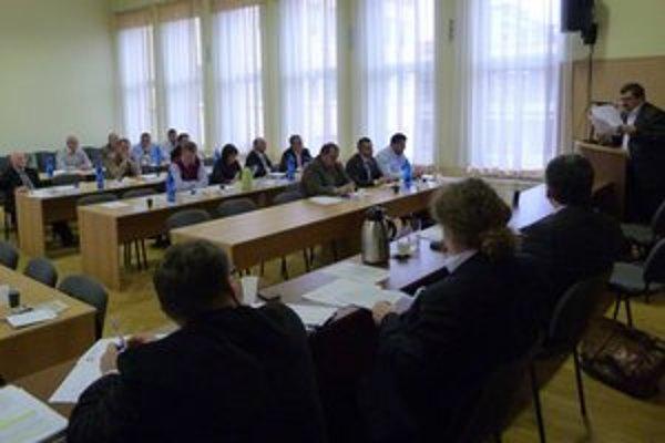 Na mimoriadnom zastupiteľstve dostali poslanci ďalšie informácie týkajúce sa výzvy pre mesto na vrátenie zhruba 208-tisíc eur.