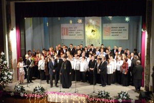 Spevácke zbory. Vianočného koncertu sa zúčastnili domáce a zahraničné cirkevné zbory rôznych konfesií.