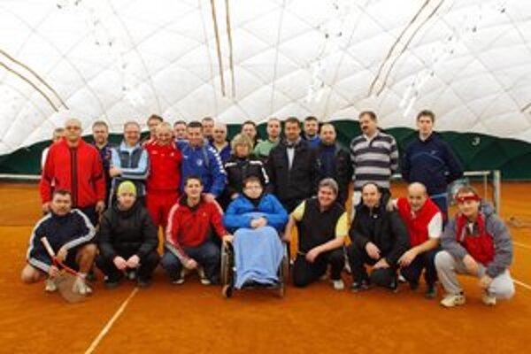 Tenisti pomohli. Adriánovi Petríkovi zo Svidníka vyzbierali, počas benefično - narodeninového turnaja predsedu tenisového klubu WLP Bardejov vo štvorhre, 1 810 eur.