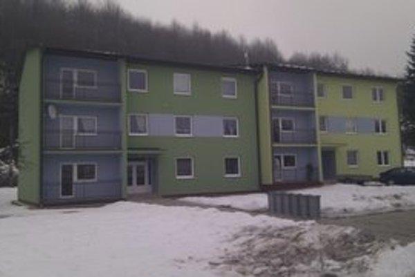 Nájomné byty Kružľov. Obec šesť nájomných bytov bežného štandardu odovzdala v minulom roku. Aktuálne podala žiadosť na ŠFRB aj na sociálne byty.