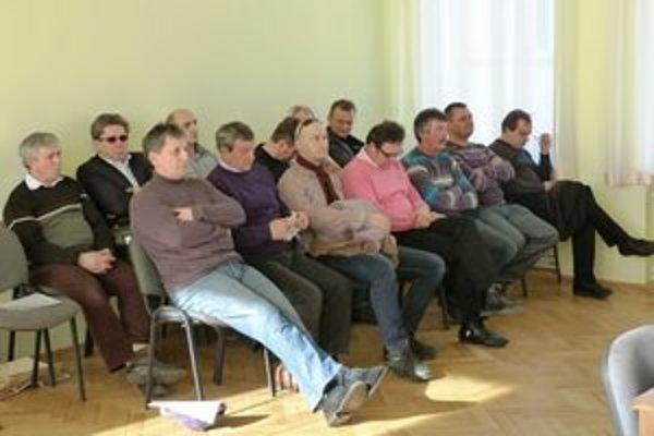 Podnikatelia protestovali. Na mestské zastupiteľstvo prišli prejaviť svoj nesúhlas s dlhodobým prenájom mestských nebytových priestorov za 1 euro, predniesli návrhy i požiadavky.