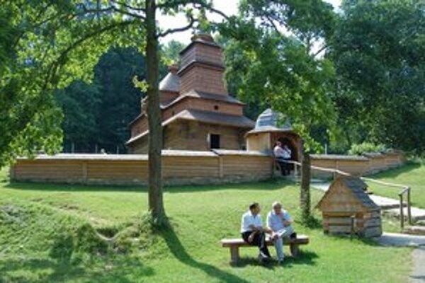 Skanzen je otvorený po celý rok, najviac návštevníkov sem zavíta v lete.