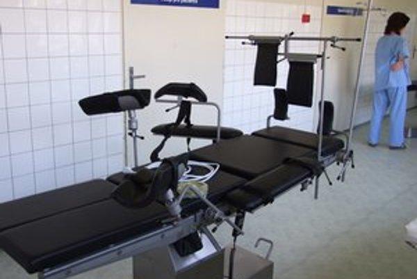 Svidnícka nemocnica získala nové polohovateľné operačné stoly.