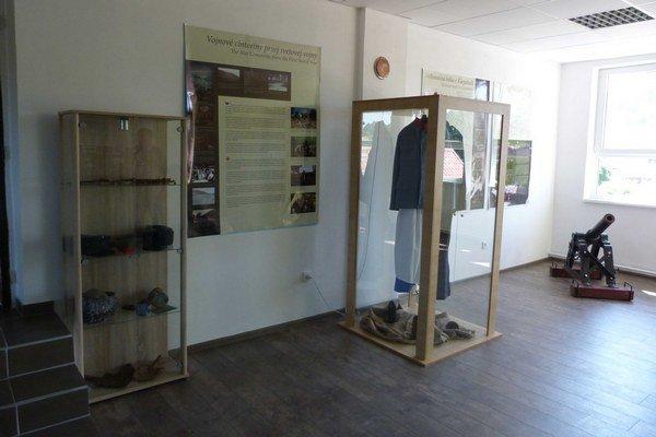 Pamätná izba. Nová expozícia v priestoroch obecného úradu je venovaná Karpatskému frontu počas rokov 1914 a 1915.