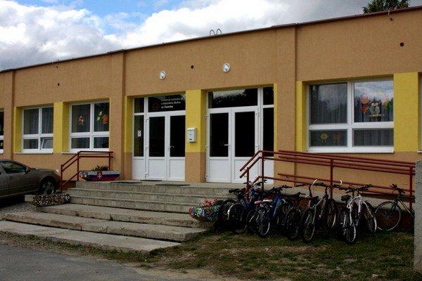 Obnovená budova školy. Hlavná časť rekonštrukcie prebehla v poslednom roku.