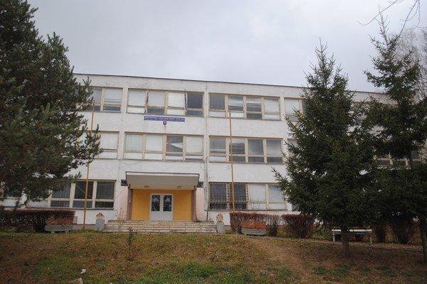 Škola na Lesnej. V jej objekte je už len materská škola výdajňa školskej jedálne.