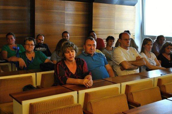 Obyvatelia bytovky prišli na rokovanie poslancov.