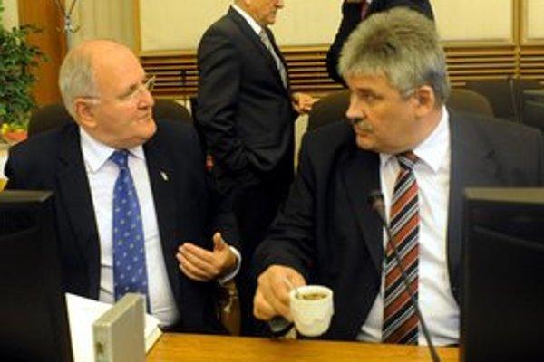 Minister školstva Dušan Čaplovič so šéfom rezortu práce a sociálnych vecí Jánom Richterom.