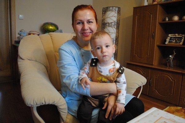 Danka a Matúško. Mama je na malého bojovníka hrdá.