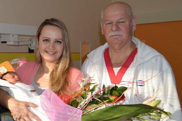 Sofia Komárová s mamou Dianou a lekárom F. Pavlovčinom.
