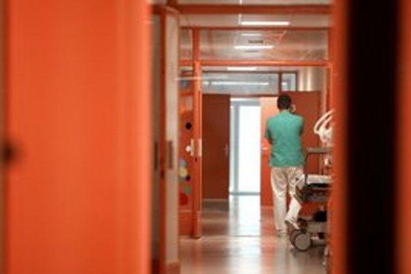 Nemocnice chcú, aby sa platy zdravotníkov riešili v jednom zákone.