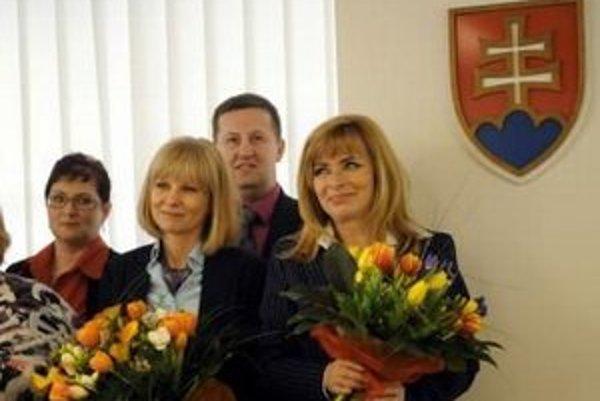 Ako vyrieši ministerka zdravotníctva Zuzana Zvolenská (druhá zľava) nedostatok na platy sestier ešte nie je jasné.