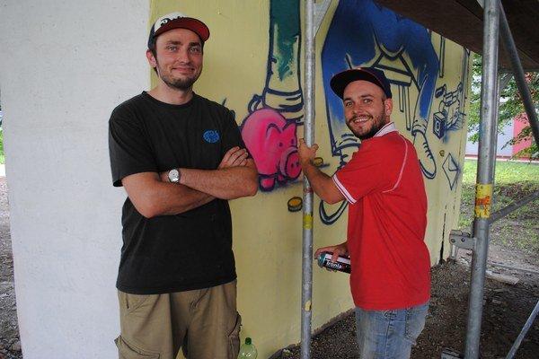 Tomáš Orlej (vľavo) a Mr.cina. Pri práci.