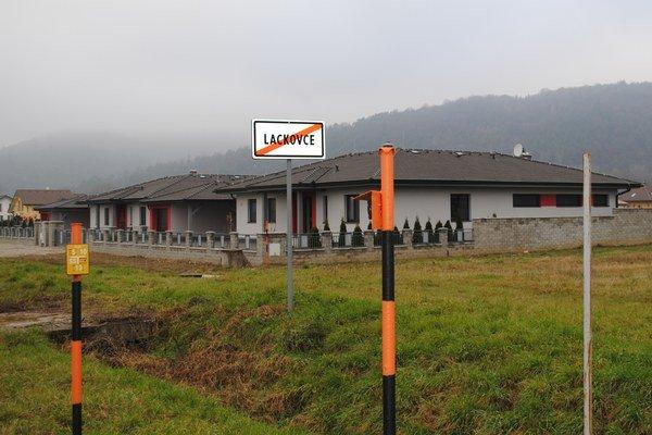 Nová výstavba. V pláne je vybudovať v tejto lokalite miestne komunikácie, chodníky a osvetlenie.