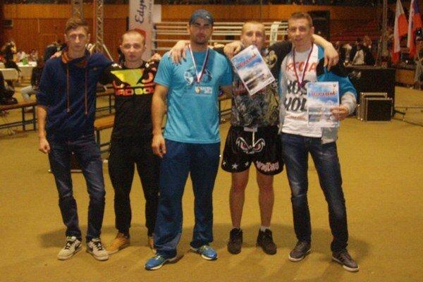 Zľava: L. Hančák, I. Lazenga, tréner S. Jún, I. Cur, J. Železník.