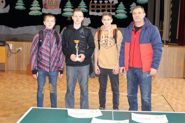 Víťazní chlapci zo ZŠ Kudlovská.