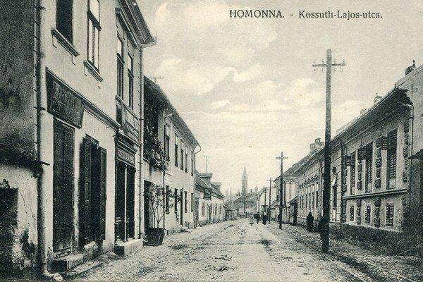 Kossuthova ulica. Na snímke domy Svatuškovcov a Ďuraškovcov.