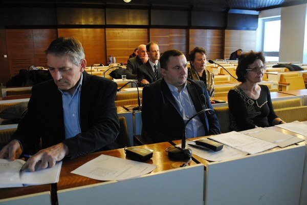 Sninskí poslanci budú vo štvrtok riešiť dôsledky ďalšieho súdneho sporu.