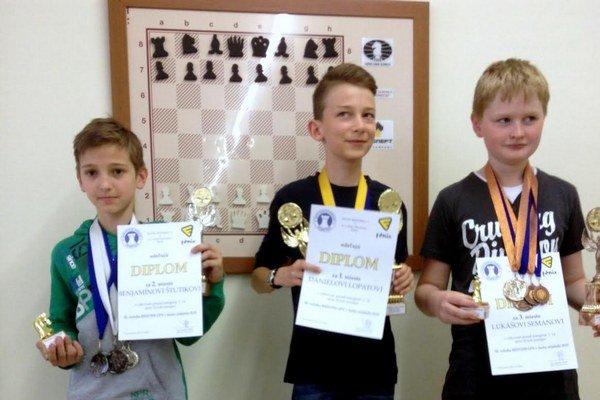 Zľava B. Štutika (2.), P. Lopata (1.) a L. Seman (3.).