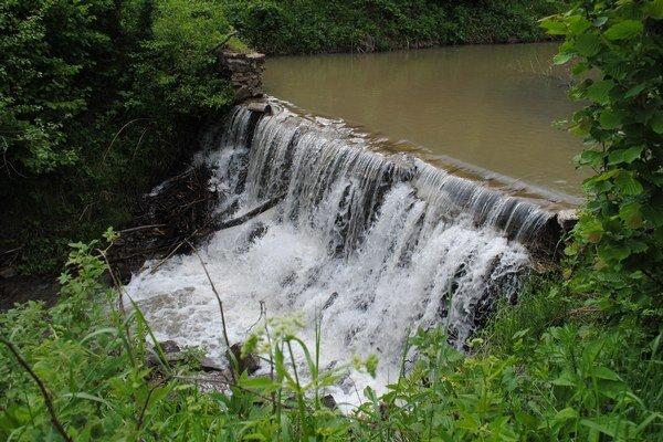 Murovaná prehrádzka na potoku Ráztoka v Zboji.