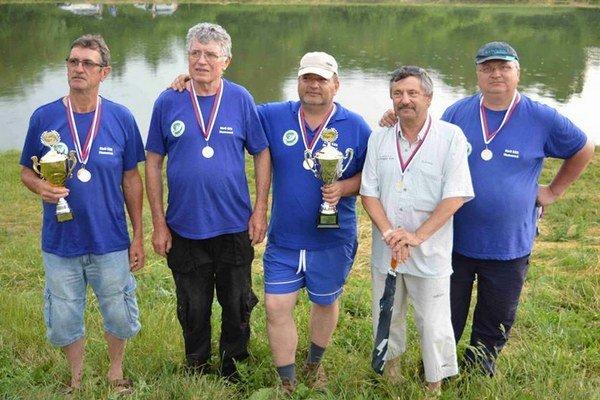 Vicemajstri SR, tím MsO SRZ Humenné. Zľava: Dušan Šanta, Rasťo Duda, Aďo Skysľak, Vlado Buček (organizátor) a Jaro Dutko.