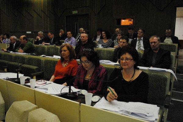 Na podpis zmluvy do Chorvátska cestovala aj poslankyňa Jana Andruchová (v strede).