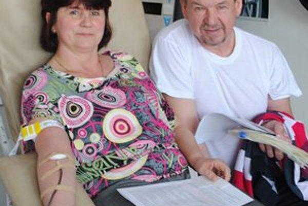 Prišla s manželom. Ľubica Mojsejová prišla darovať krv s manželom Štefanom.