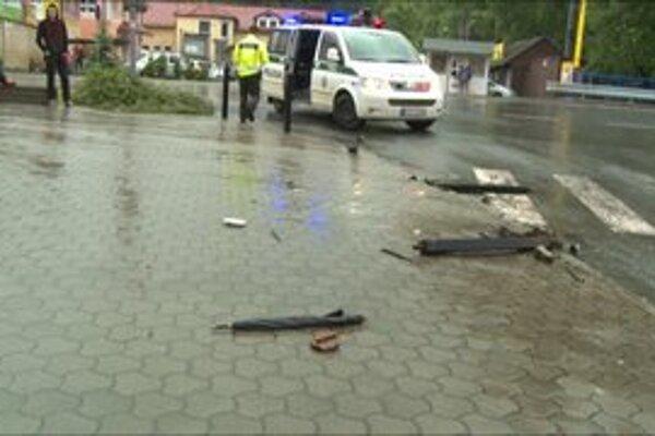 Opitý Miroslav odbočoval, no nezvládol to a autom vpálil do chodca.